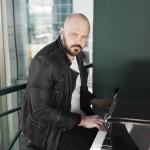 Денис Харламов представит дебютный музыкальный альбом «Касаясь неба»