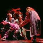 «Матрешки на округлости Земли» в театре «Модерн»