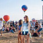 Запустить собственный планер в небо, посидеть в кабине вертолета и упаковать парашют – юных посетителей ждет много интересного на московском фестивале «Небо: теория и практика».