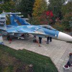 В столице установили монумент корабельному истребителю Су-33