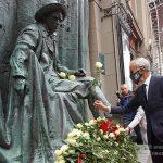 На Арбате у Театра Вахтангова открыли памятник Е.Б. Вахтангову