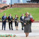 В. Матвиенко возложила цветы к Вечному огню в Парке Победы на Поклонной горе 18+