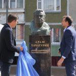 Памятник композитору Хачатуряну открыли в Нижнем Новгороде возле школы искусств, носящей его имя 12+